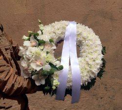 3 tipuri de flori ideale la evenimente funerare si pe care le poti comanda de la Anemone